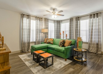 Villas Central Park living room with windows all around