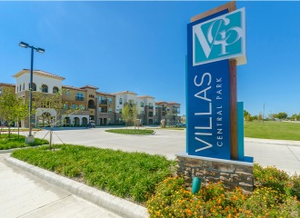 Villas Central Park front entrance sign